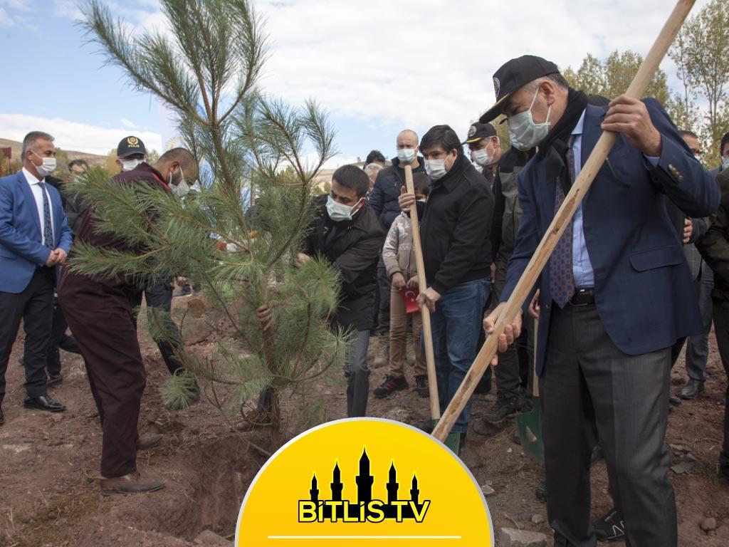 """Bitlis'te 11.11'de """"Geleceğe Nefes Ol"""" Kampanyası"""