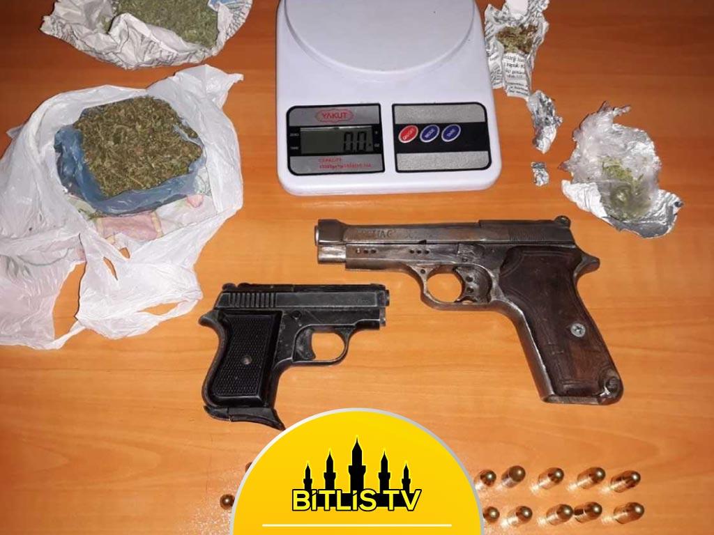 Yakalanan Şüphelilerin Üzerinde Uyuşturucu Bulundu