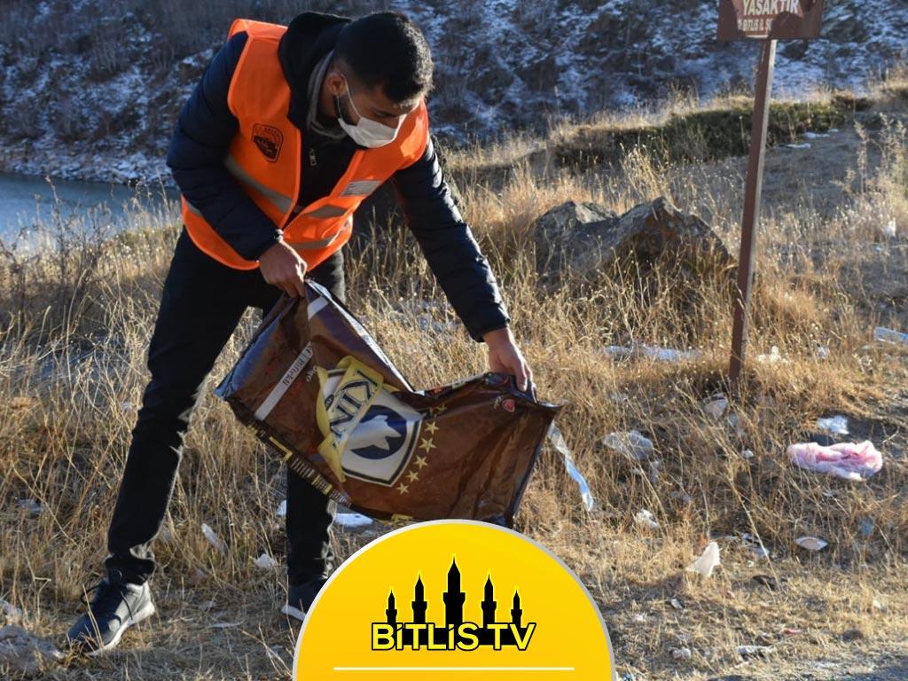 Bitlis'te Yaban Hayvanları İçin Doğaya Yiyecek Bırakıldı