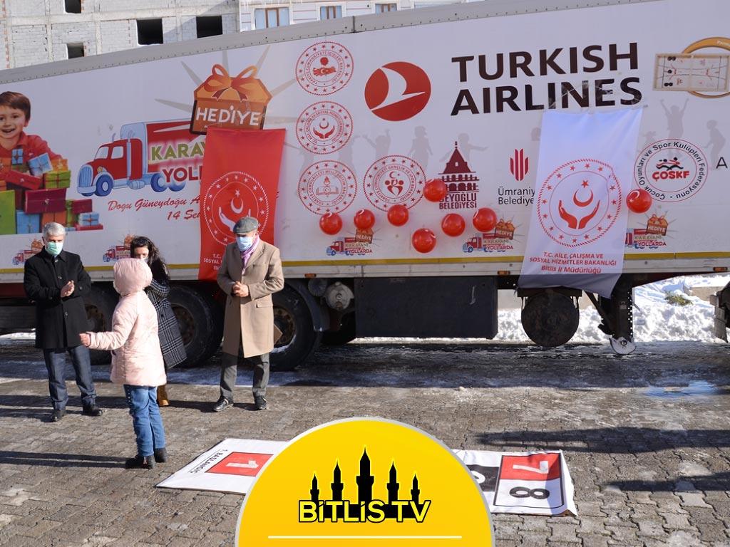 Doğu'daki Çocuklar İçin Hazırlanan Hediye Karavanı Bitlis'te