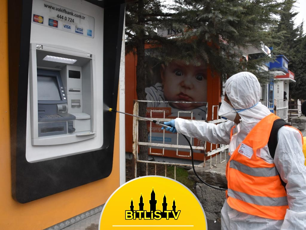 Tatvan'da toplu taşıma araçları ve ATM'ler dezenfekte edildi